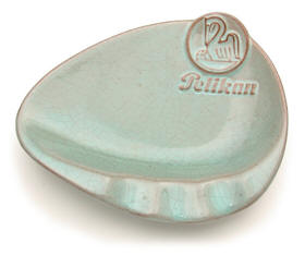 Pelikan ashtray.